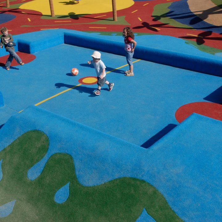 Terrain multisports en tapis sablé
